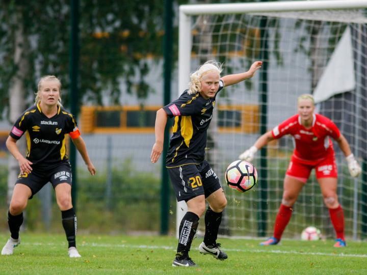 Liigatauon aikana Honkaan siirtynyt Anni Miettunen pelasi toisella jaksolla avausminuuttinsa espoolaisväreissä.